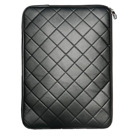 Черный стеганый чехол для ноутбука.